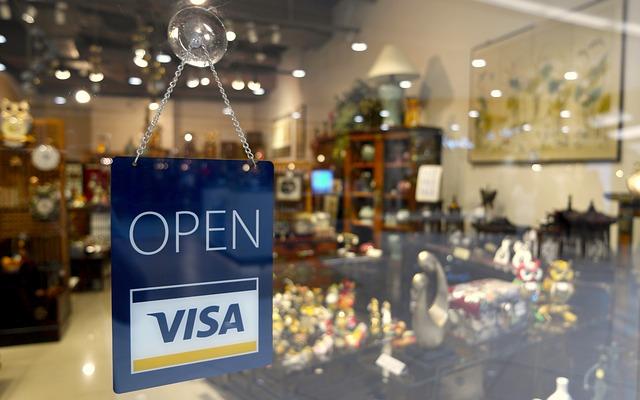 JAL ANA自社カードは不便!? CAにとってステイ先や日常生活で一番役立つ持っておくべきクレジットカードとは?
