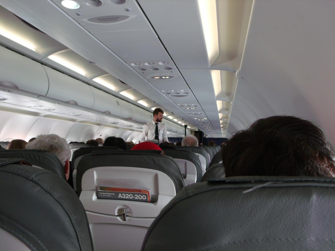 JAL ANA客室乗務員(CA)の倍率と難易度は? 既卒入社は難易度が高い?