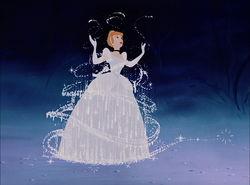 シンデレラの服が魔法で美しいドレスに代わる瞬間のイラスト画像