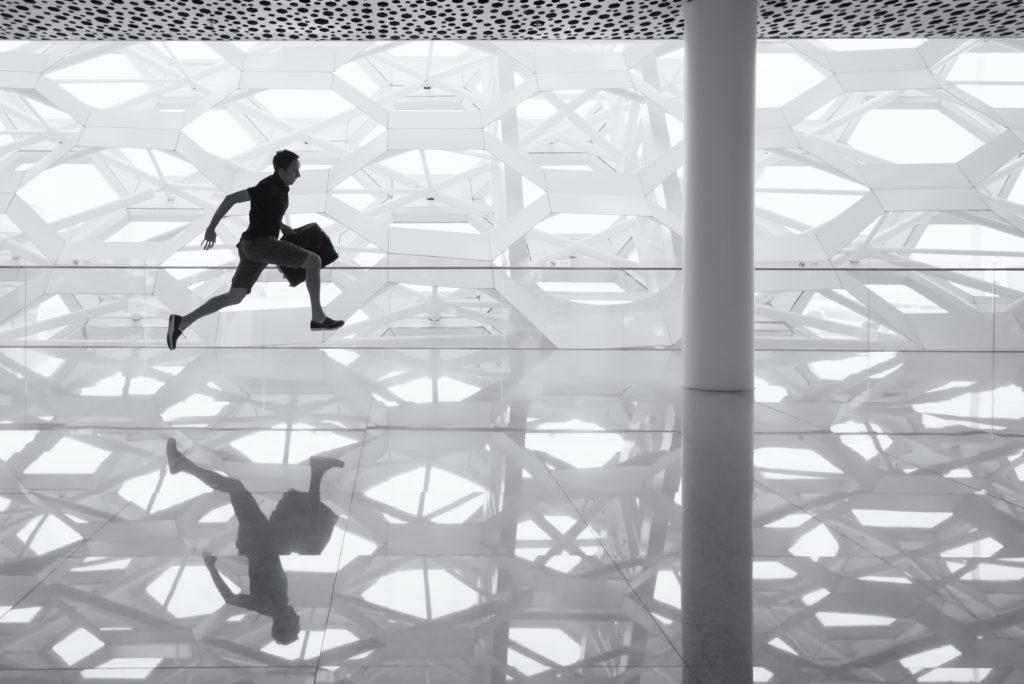 空港で走るGS画像